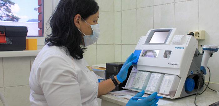 Четыре районные больницы получили новое лабораторное оборудование