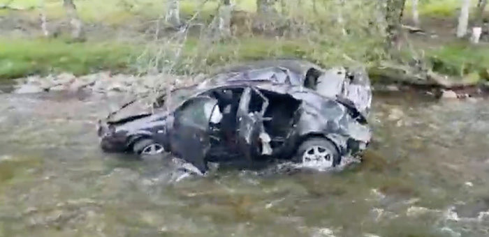 Nissan Primera рухнул в реку Большой Ильгумень, водитель госпитализирован