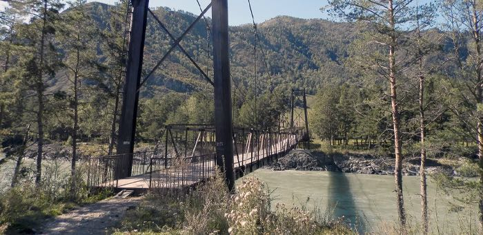 В Элекмонаре снесут аварийный пешеходный мост через Катунь