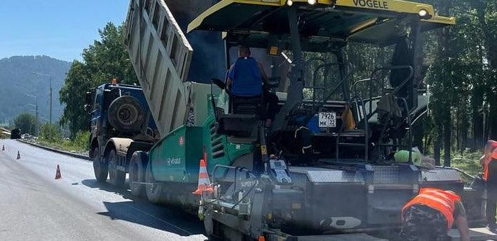 Продолжается реконструкция Чемальского тракта в районе Элекмонара