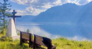 В часовне на кордоне Беле в Алтайском заповеднике установлены престол и жертвенник