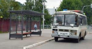 «Уютная остановка»: в Горно-Алтайске устанавливают новые остановочные павильоны