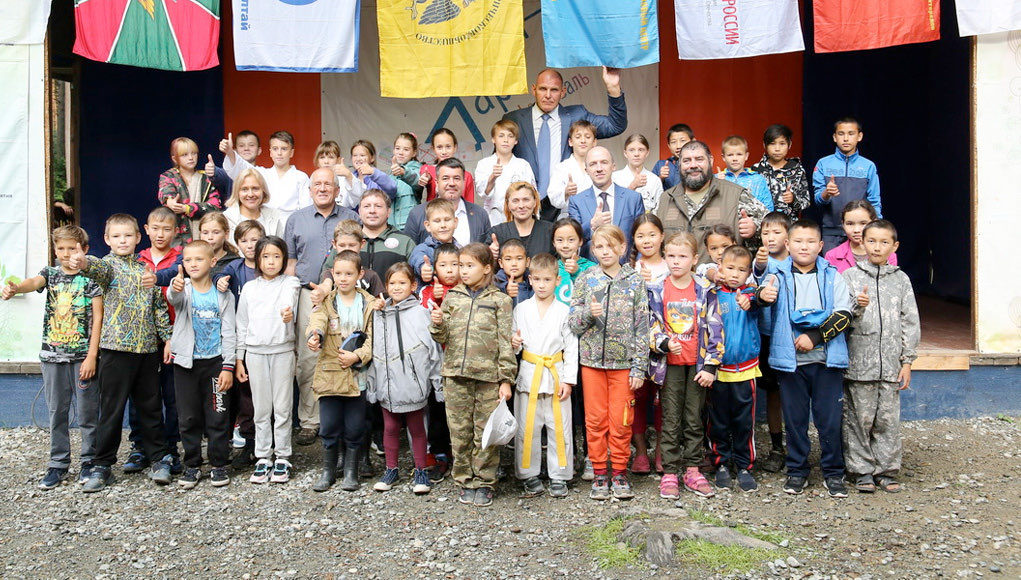 Участники спортивно-патриотической смены «Алтай-2021» встретились с Александром Карелиным