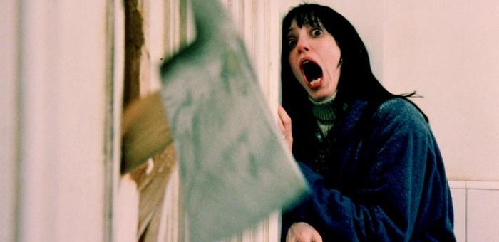 Триллер: пьяный рецидивист топором рубил дверь, за которой пряталась испуганная сожительница