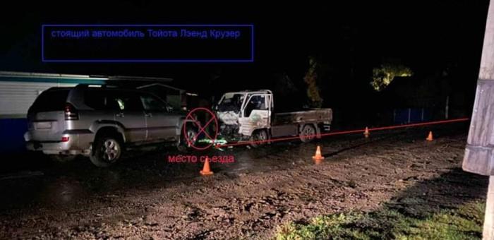 В селе Белый-Ануй нетрезвый молодой человек врезался в припаркованный Land Cruiser