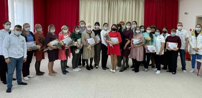 Молодогвардейцы поздравили воспитателей с профессиональным праздником