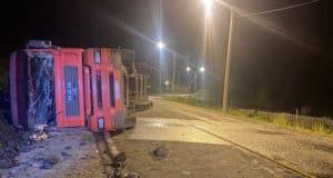 Грузовой автомобиль перевернулся в Камлаке, водитель погиб