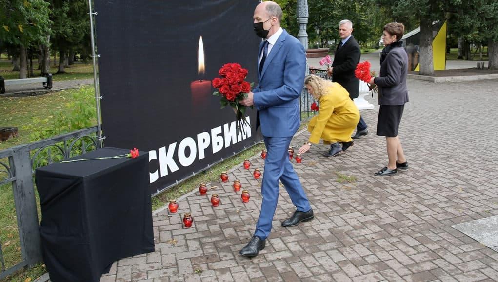 В Республике Алтай почтили память погибших в Пермском университете