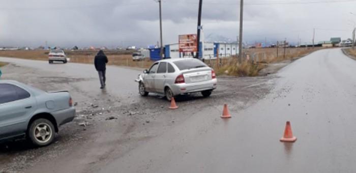 Житель Усть-Коксы на Toyota Sprinter не пропустил гостя региона, ехавшего по главной дороге