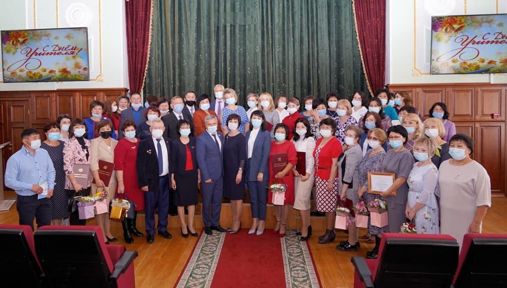 День учителя: работники образования получили государственные награды