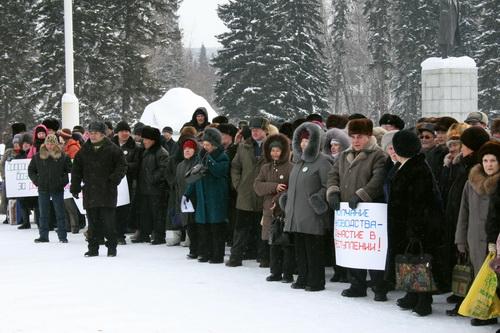 По разным оценкам, в митинге приняли участие от 100 до 600 человек. Истина, как всегда, где-то посередине