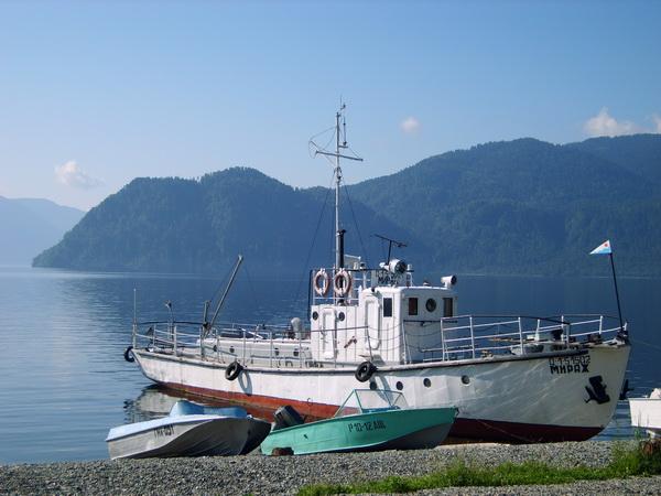 Экологи опасаются, что телецкая флотилия погубит озеро