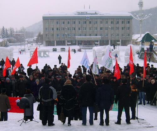 Коммунисты и яблочники смогли собрать около 300 человек
