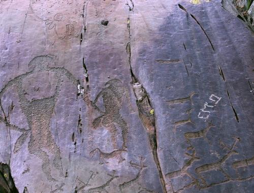 Отметиться рядом с древними рисунками – особой шик у гопоты