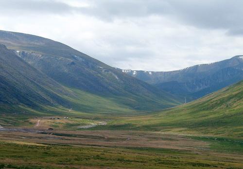 Миновав визит-центр, путешественникам предстоит преодолеть один из самых сложных алтайских перевалов для того, чтобы попасть на Укок