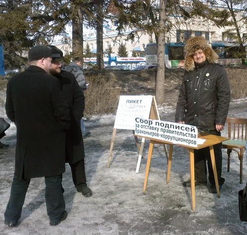 Сергей Михайлов собирает подписи за отставку правительства