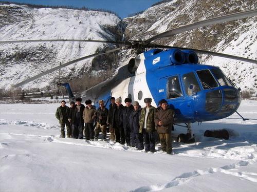 Для обитателей заповедных кордонов прибытие вертолета – праздник
