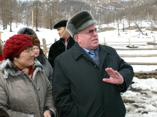 Александр Бердников в ходе визита в Шебалинский район посетил крестьянское хозяйство «Сыгын»
