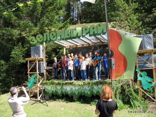 «Золотая песня Золотого Озера» в 2008 году. Фото с сайта teleckoe.ru
