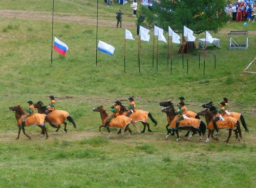 Команды участников кок-бору перед игрой