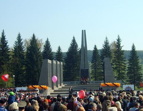 В Горно-Алтайске состоялся праздничный митинг
