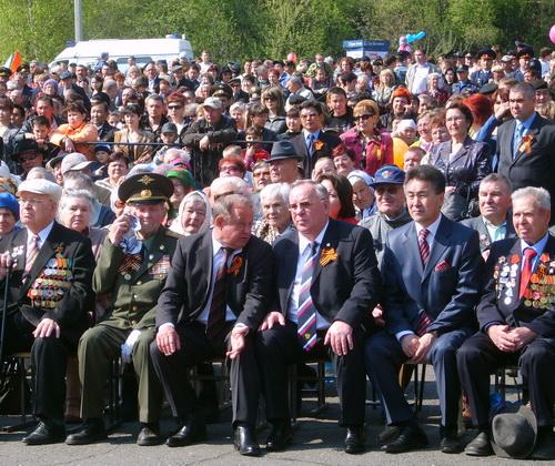 Первые лица республики и города с ветеранами