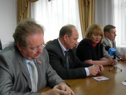 Слева направо: Сергей Обухов, Валерий Рашкин, Нина Останина и Анатолий Локоть
