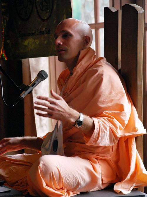 Мадана-мохан прабху, проповедник из московского храма, знаток священных писаний