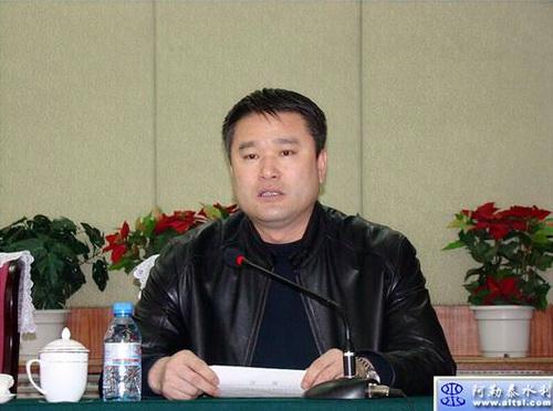 Ван Бин в бытность заместителем секретаря партийного комитета города Алтай любил курировать строительство
