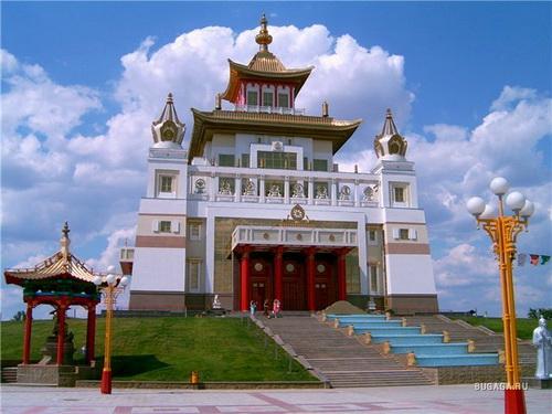 Храм «Золотая обитель Будды Шакьямуни» в Элисте