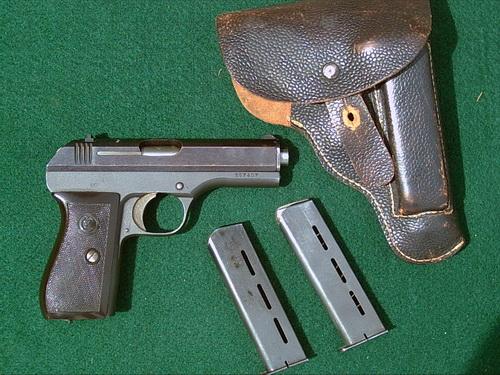 Пистолет ČZ-27 времен Второй Мировой войны (фото Gunboards.com)