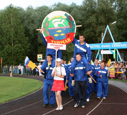 В торжественном параде приняли участие представители всех районов республики