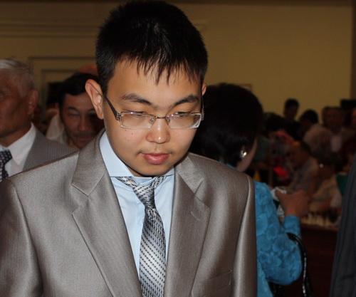 Международный гроссмейстер Санан Сюгиров