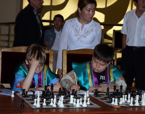 Подрастающие горно-алтайские шахматисты