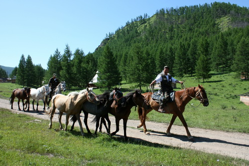 Сейчас путешественники пошли в сторону Усть-Канского района