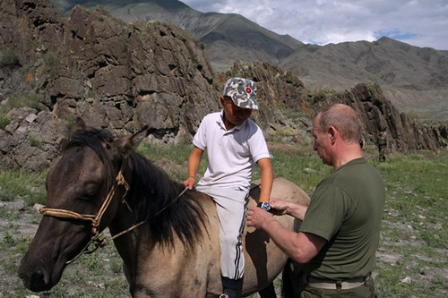 Путин подарил сыну пастуха часы