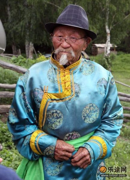Дед Шукай вырастил трех сыновей, которые заняты в сфере туризма