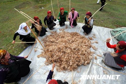 Местным женщинам нашли занятие (фото «Синьхуа»)