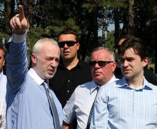 В прошлом году совладельцу «Алемара» Леониду Меламеду (слева) не удалось убедить замминистра экономического развития и торговли РФ Станислава Воскресенского в необходимости включения манжерокской площадки в состав «Алтайской Долины». В этом году финансовый кризис сделал это за Меламеда