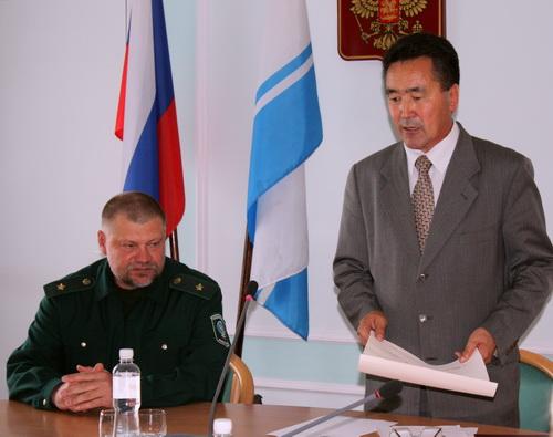 Иван Белеков вручил Игорю Калмыкову сертификат ЮНЕСКО