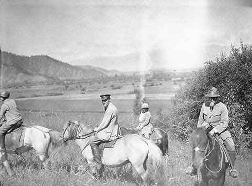 Зинаида Лихтман, Юрий Рерих, Елена Рерих, Николай Рерих в Уймонской долине, 1926 год