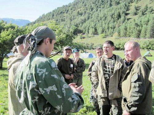 В курс обучения были включены занятия по основам проведения полевых наблюдений и практическим навыкам жизни и работы в полевых условиях