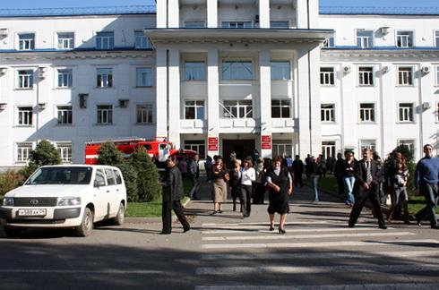 Почти все сотрудники правительства эвакуировались из административного здания