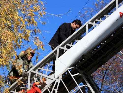Некоторых чиновников пришлось спасать с помощью лестниц