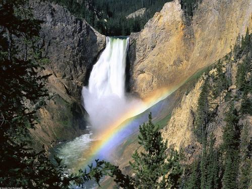 В парке расположено 290 водопадов…