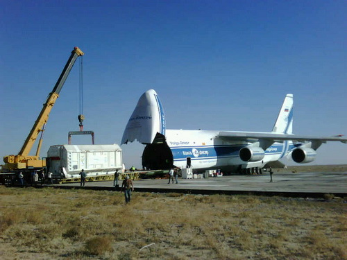 Спутник Eutelsat W7 доставлен в Казахстан самолетом «Руслан»