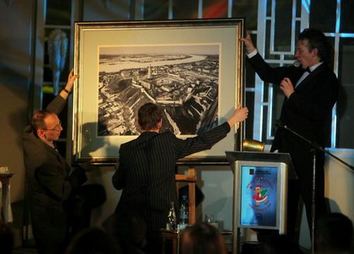 Работу, сделанную Медведевым, продали за 51 млн рублей (фото: «Комсомольская правда»)