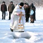 600 человек в Горном Алтае искупались в Крещение (фото)