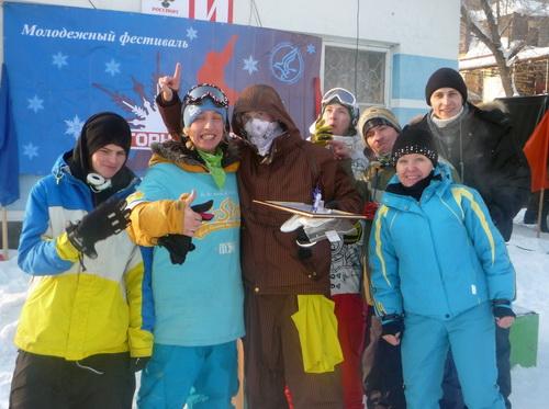 Победитель соревнований бийчанин Максим Никитанов (в центре)