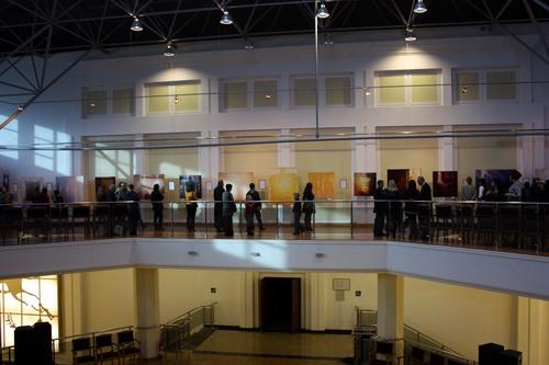 Выставка разместилась на верхнем этаже Драмтеатра